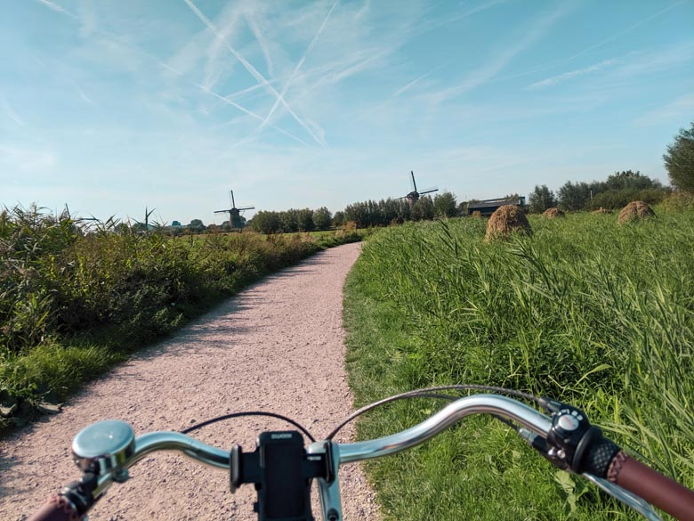 cycling route to see the famous windmills in holland and the netherlands
