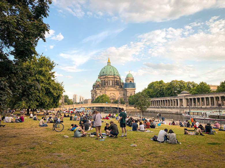 enjoying the parks during berlin summer with picnics and bicycle rides
